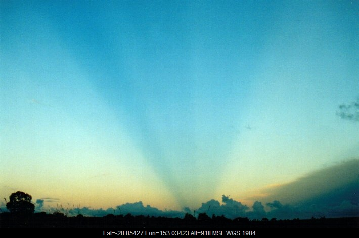 20010428mb05_halo_sundog_crepuscular_rays_e_of_casino_nsw