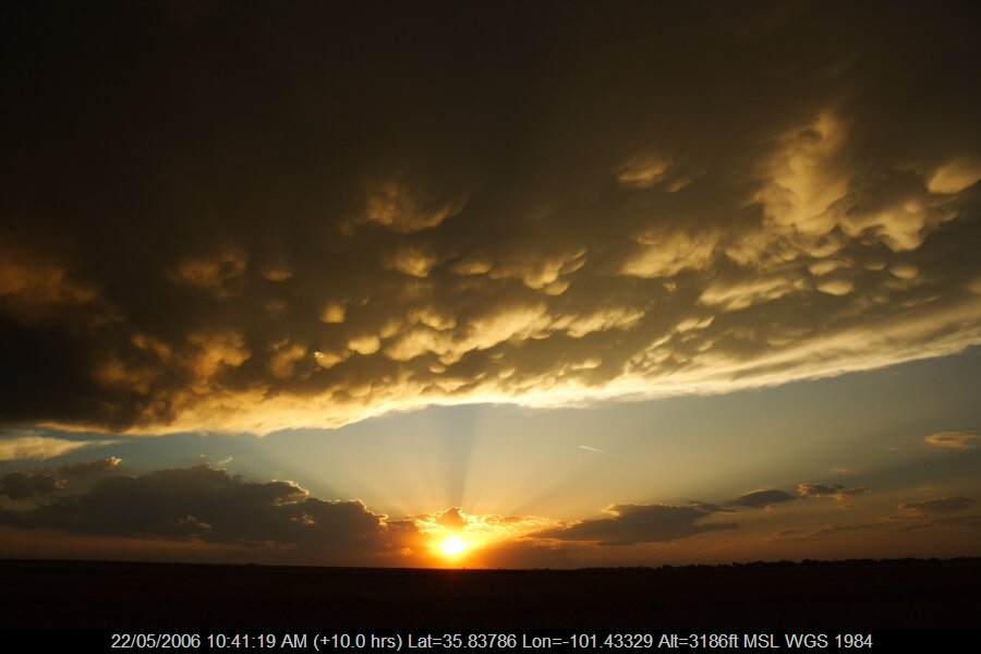 20060521jd24_halo_sundog_crepuscular_rays_n_of_stinnett_texas_usa