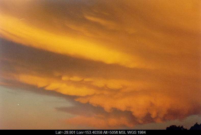 20031020mb27_mammatus_cloud_mcleans_ridges_nsw