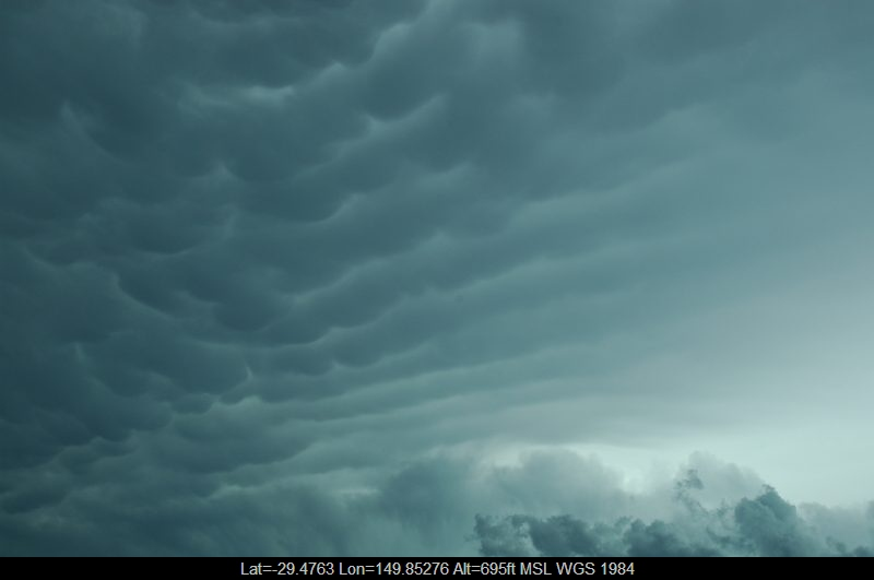 20041227mb091_mammatus_cloud_near_moree_nsw