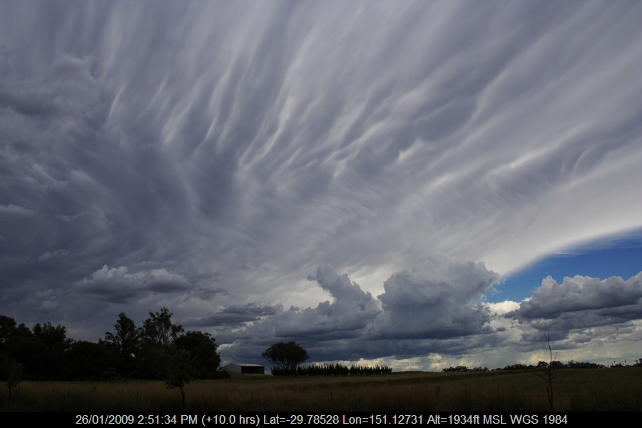 20090126jd28_mammatus_cloud_w_of_inverell_nsw