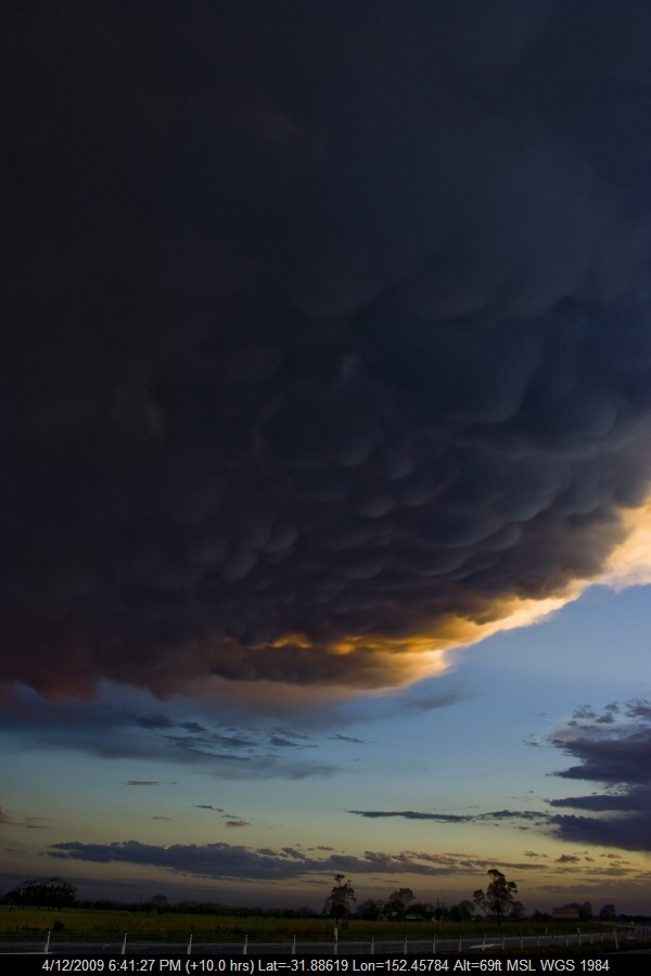 20091204jd23_mammatus_cloud_n_of_taree_nsw
