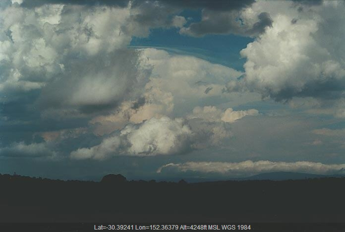 20010117jd06_pileus_cap_cloud_near_ebor_nsw