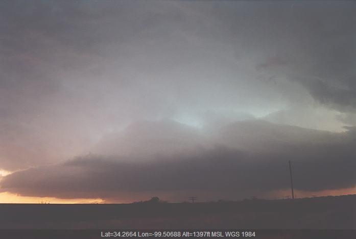 20020524jd18_shelf_cloud_near_chillicothe_texas_usa