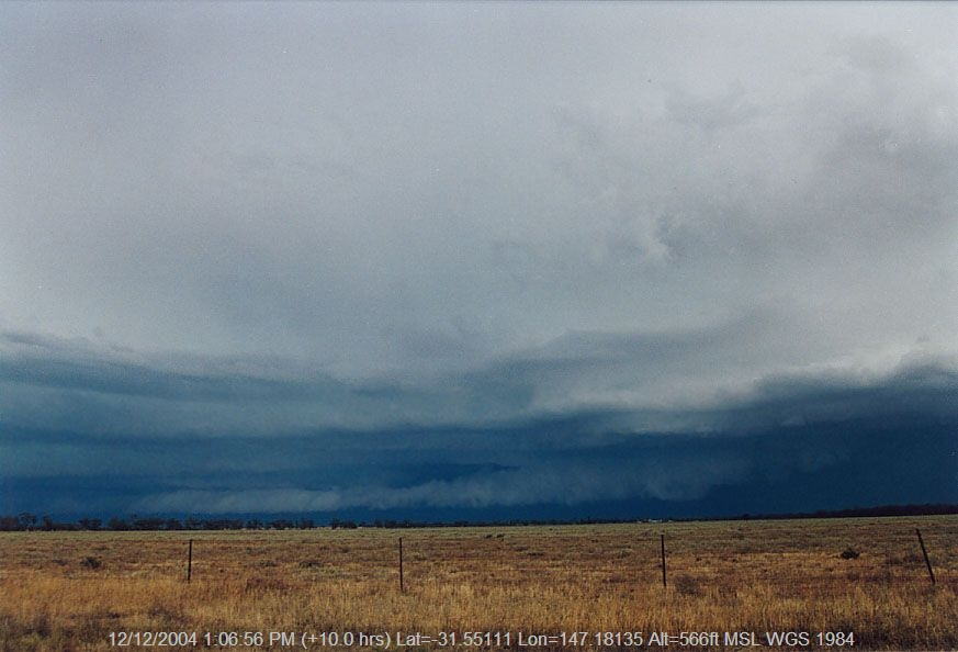 20041207jd12_shelf_cloud_20km_w_of_nyngan_nsw
