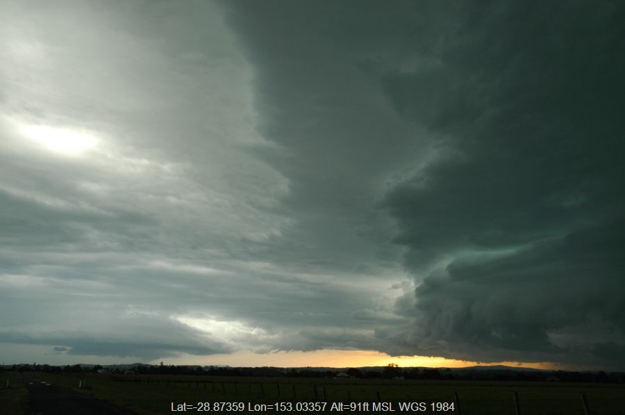 20061215mb26_shelf_cloud_n_of_casino_nsw