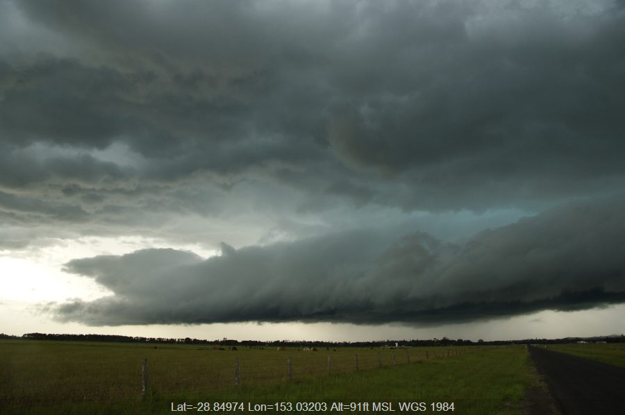 20081224mb69_shelf_cloud_n_of_casino_nsw