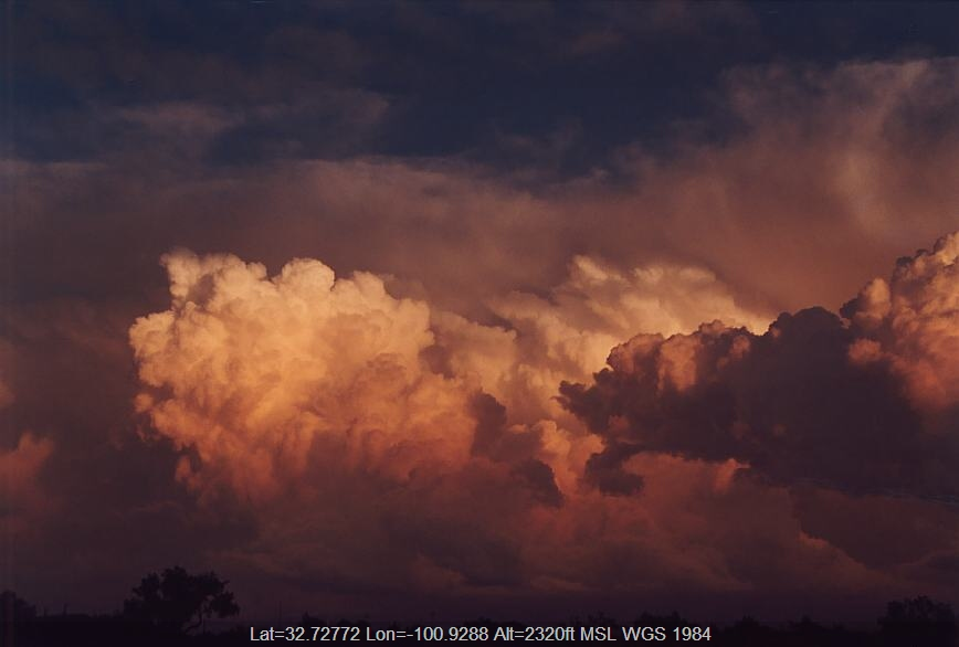 20030607jd03_cumulonimbus_incus_near_snyder_texas_usa