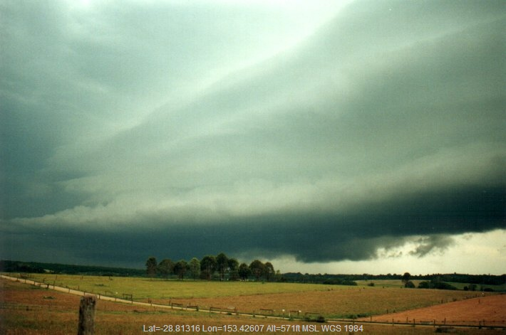20001208mb01_thunderstorm_inflow_band_wollongbar_nsw