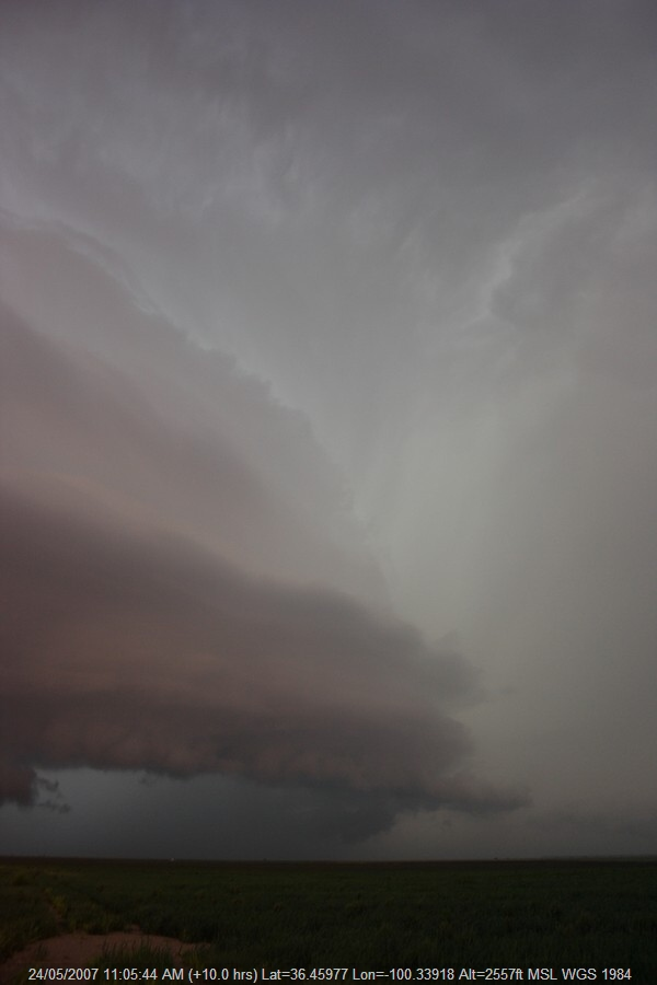 20070523jd74_thunderstorm_inflow_band_s_of_darrouzett_texas_usa