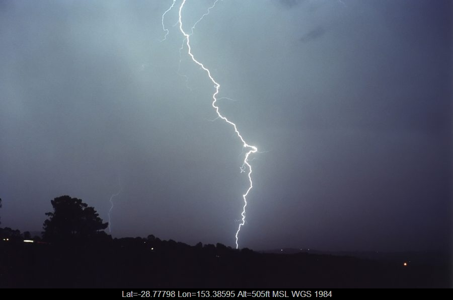 20001025mb44_lightning_bolts_mcleans_ridges_nsw