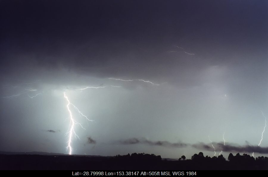 20001026mb31_lightning_bolts_mcleans_ridges_nsw