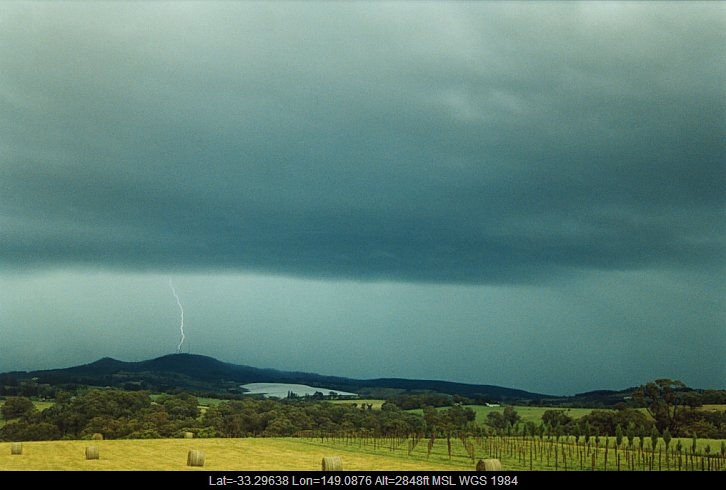 20031212jd02_lightning_bolts_orange_nsw
