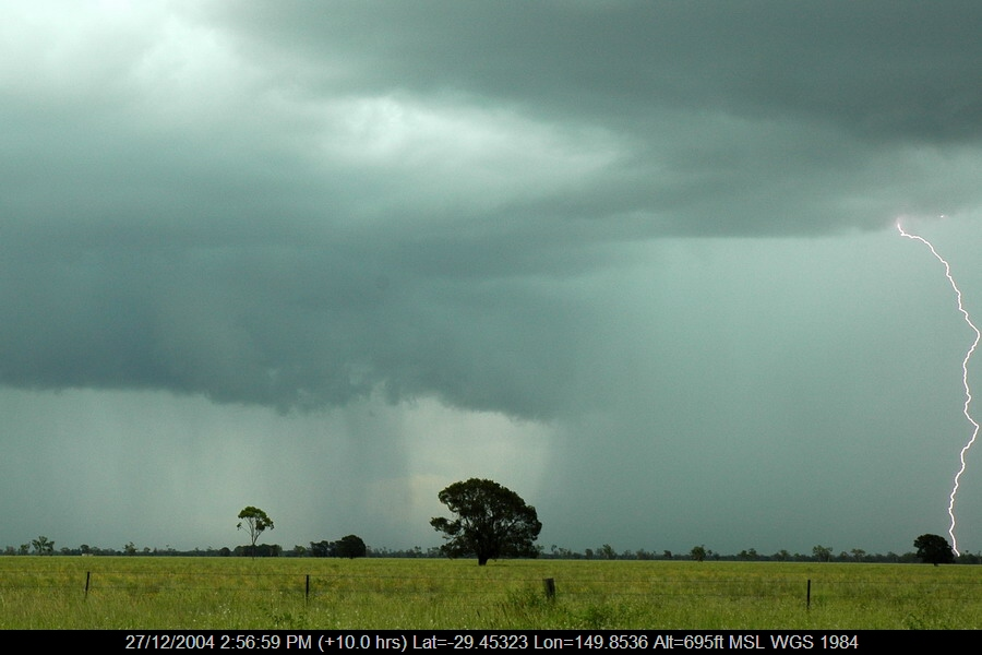 20041227mb073_lightning_bolts_near_moree_nsw