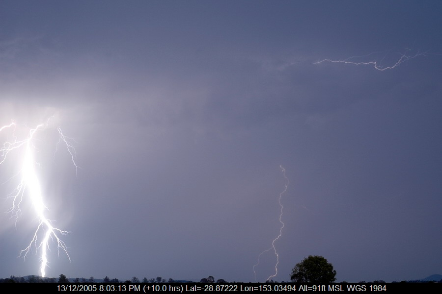 20051213mb35_lightning_bolts_near_casino_nsw