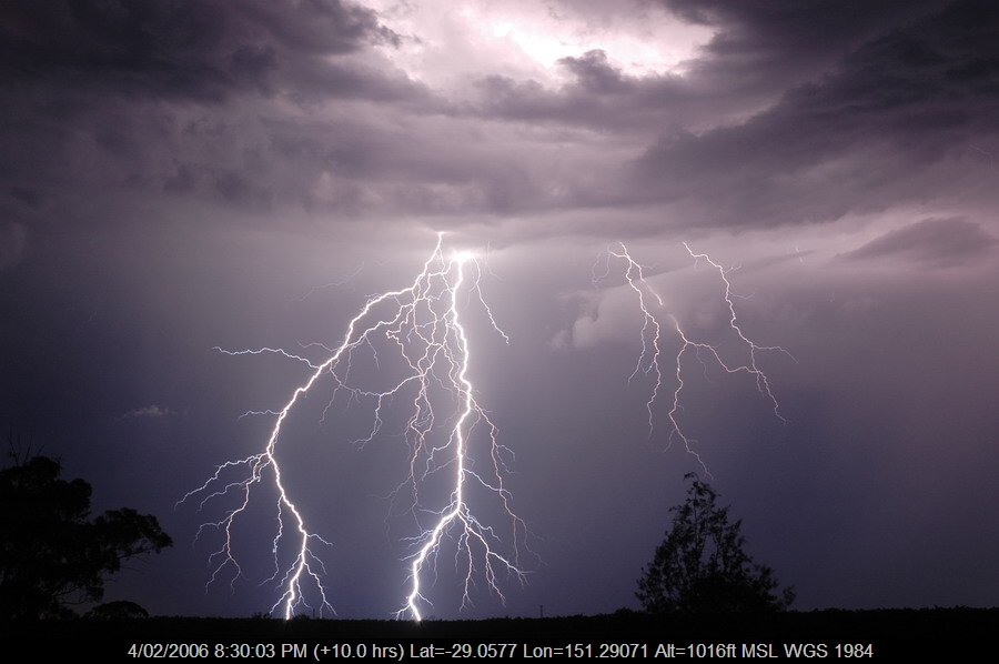 20060204mb72_lightning_bolts_near_bonshaw_nsw