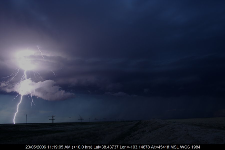 20060522jd11_lightning_bolts_near_haswell_colorado_usa