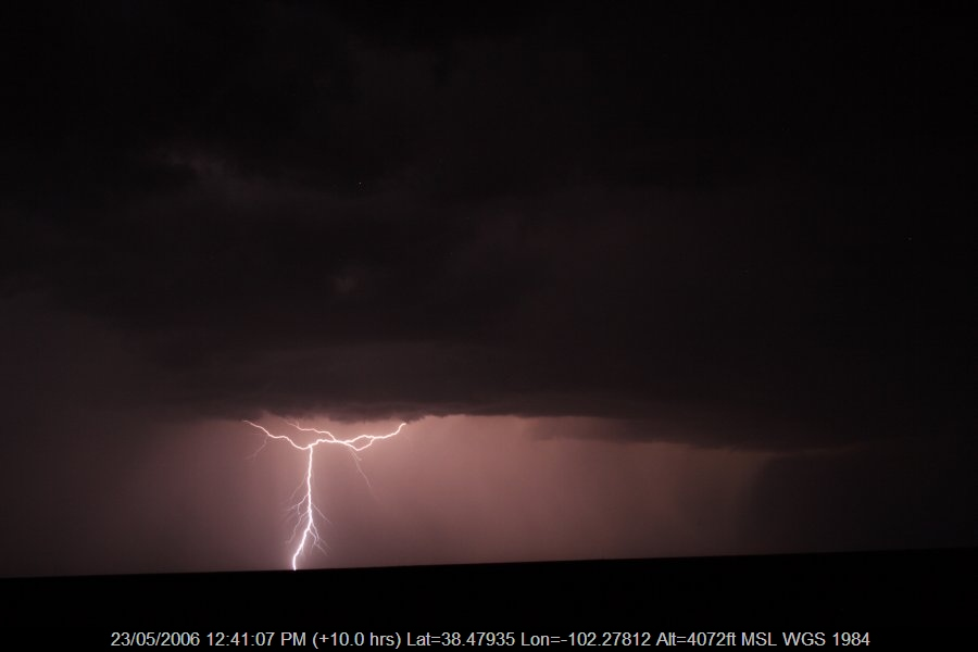 20060522jd24_lightning_bolts_near_sheridan_lake_colorado_usa