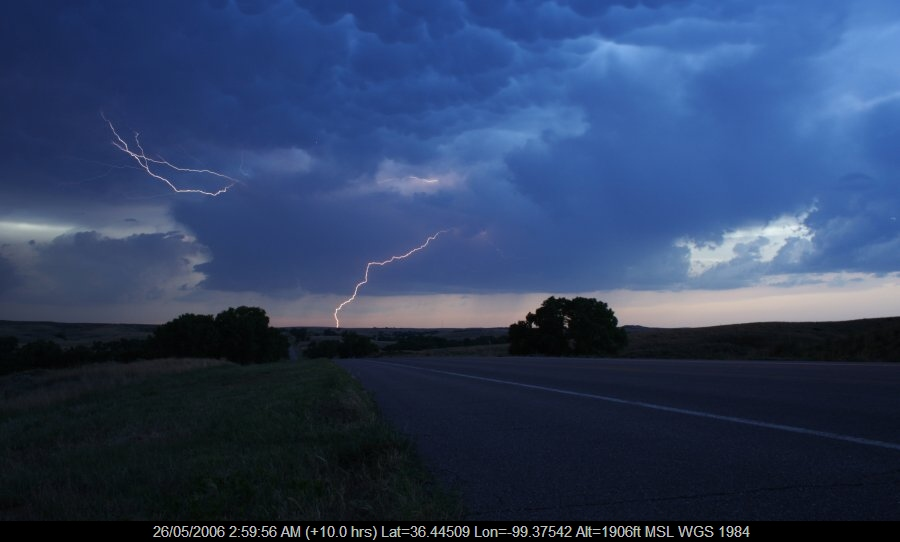 20060525jd30_lightning_bolts_n_of_woodward_oklahoma_usa