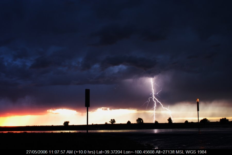 20060526jd70_lightning_bolts_near_hoxie_kansas_usa