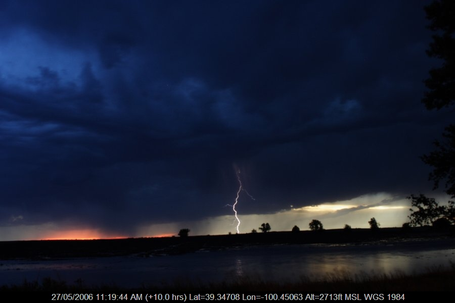 20060526jd74_lightning_bolts_near_hoxie_kansas_usa