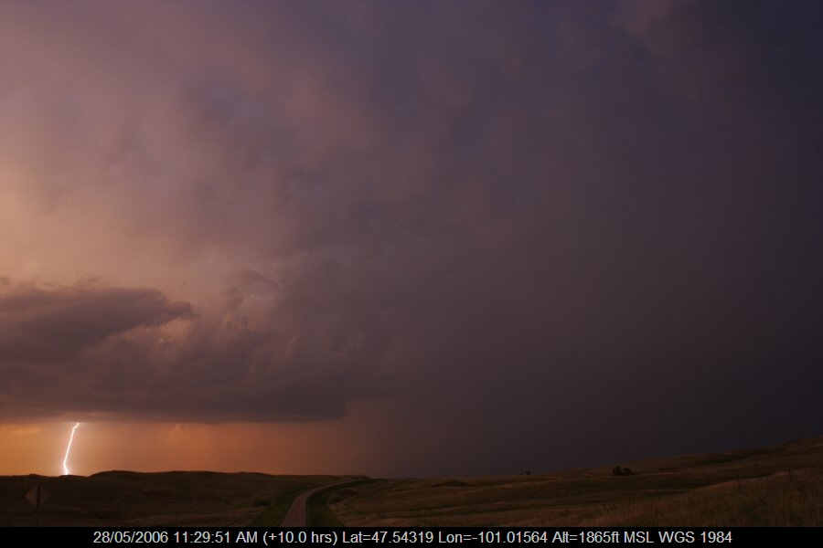 20060527jd38_lightning_bolts_s_of_bismark_north_dakota_usa