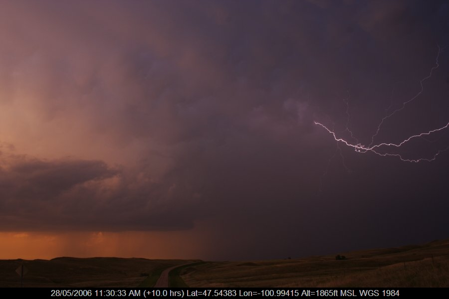 20060527jd40_lightning_bolts_s_of_bismark_north_dakota_usa