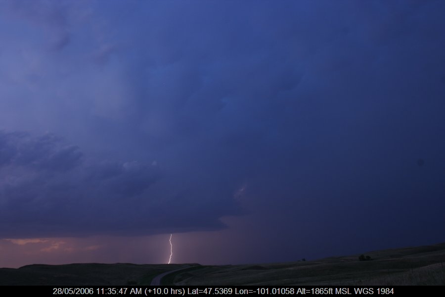 20060527jd55_lightning_bolts_s_of_bismark_north_dakota_usa