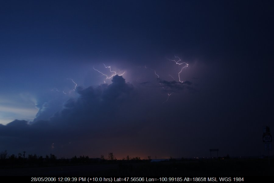 20060527jd71_lightning_bolts_s_of_bismark_north_dakota_usa