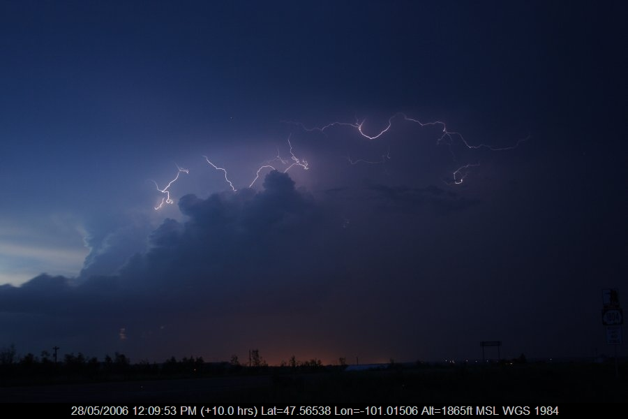 20060527jd72_lightning_bolts_s_of_bismark_north_dakota_usa