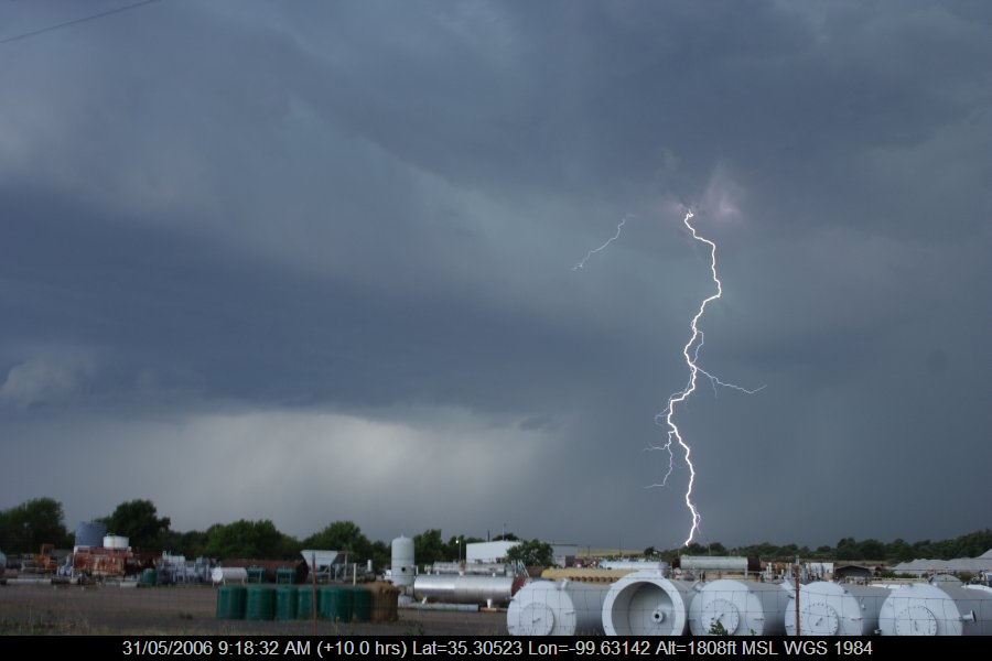 20060530jd25_lightning_bolts_near_sayre_oklahoma_usa