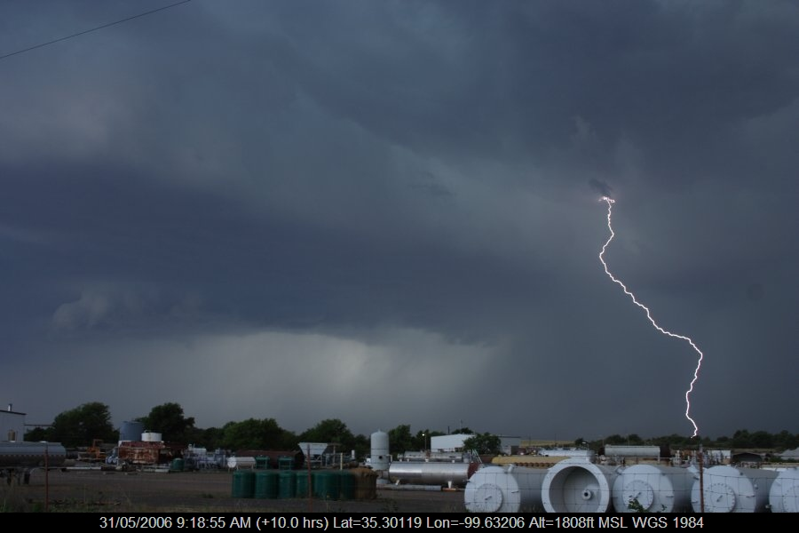 20060530jd27_lightning_bolts_near_sayre_oklahoma_usa
