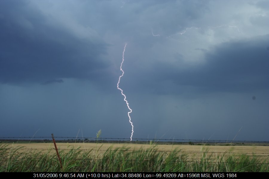 20060530jd60_lightning_bolts_near_mangum_oklahoma_usa