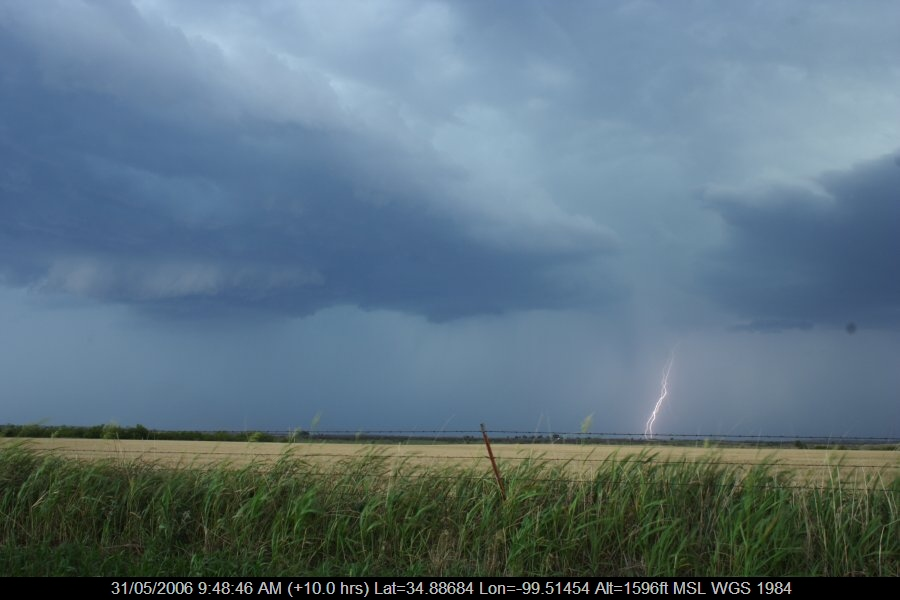 20060530jd69_lightning_bolts_near_mangum_oklahoma_usa