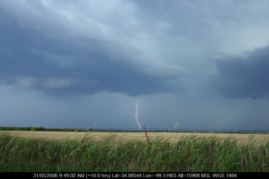 20060530jd71_lightning_bolts_near_mangum_oklahoma_usa