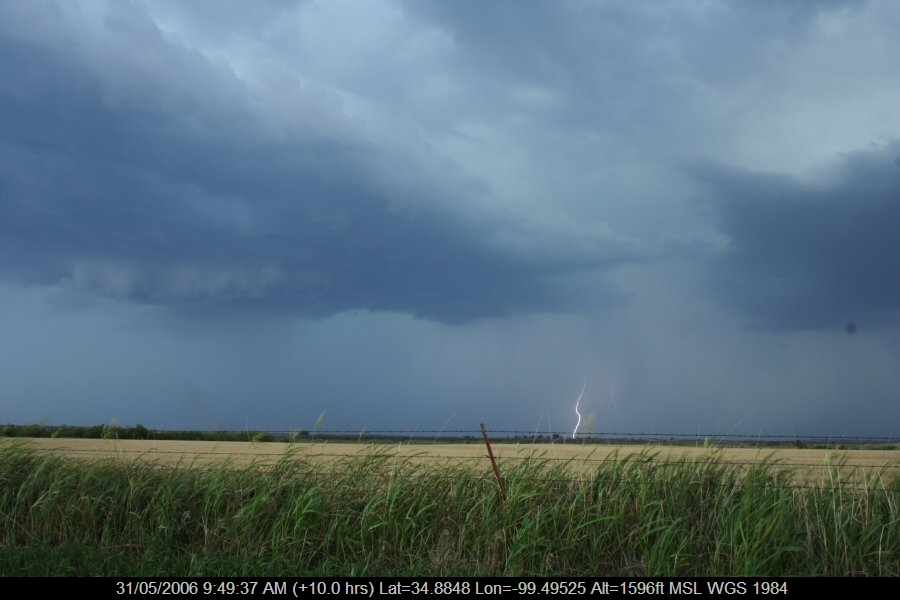 20060530jd75_lightning_bolts_near_mangum_oklahoma_usa