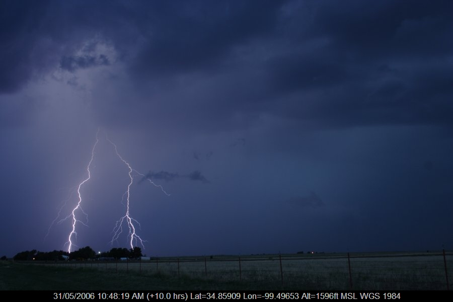 20060530jd83_lightning_bolts_near_mangum_oklahoma_usa