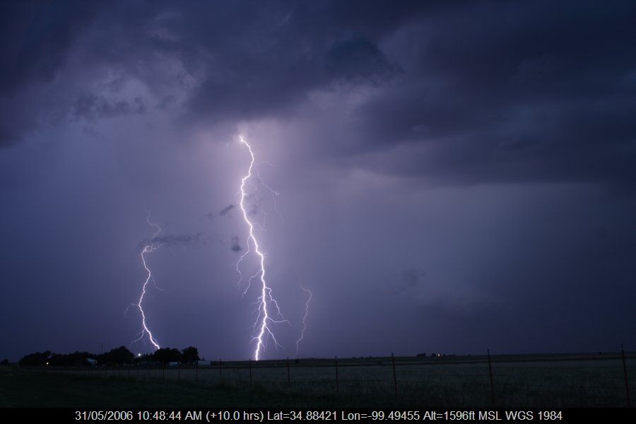 20060530jd84_lightning_bolts_near_mangum_oklahoma_usa