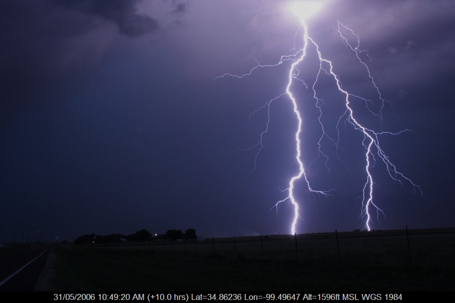 20060530jd85_lightning_bolts_near_mangum_oklahoma_usa
