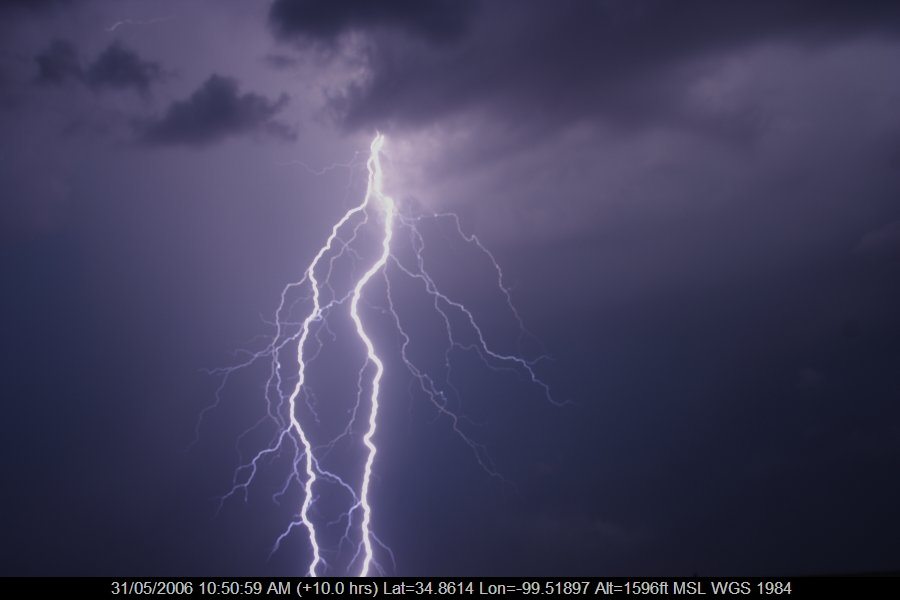 20060530jd89_lightning_bolts_near_mangum_oklahoma_usa