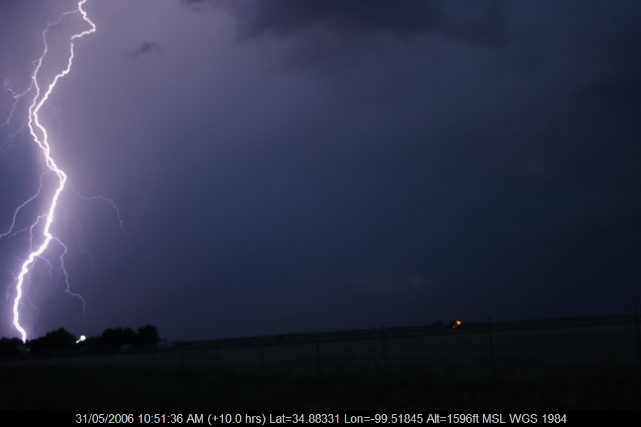 20060530jd92_lightning_bolts_near_mangum_oklahoma_usa