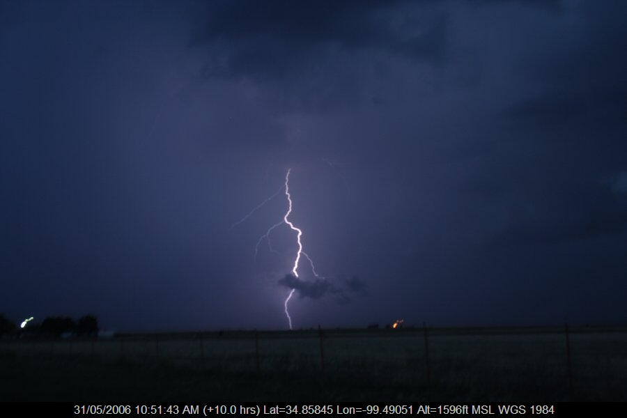 20060530jd93_lightning_bolts_near_mangum_oklahoma_usa