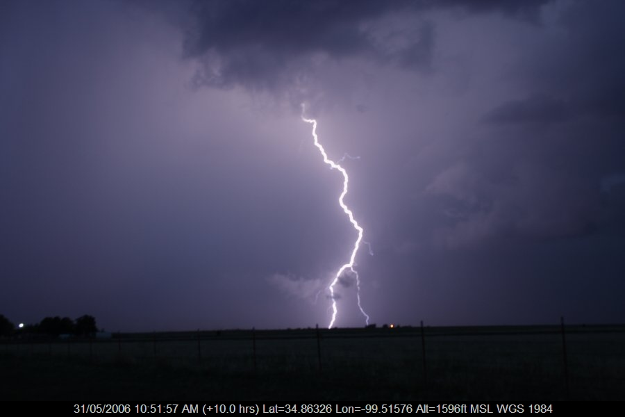 20060530jd95_lightning_bolts_near_mangum_oklahoma_usa