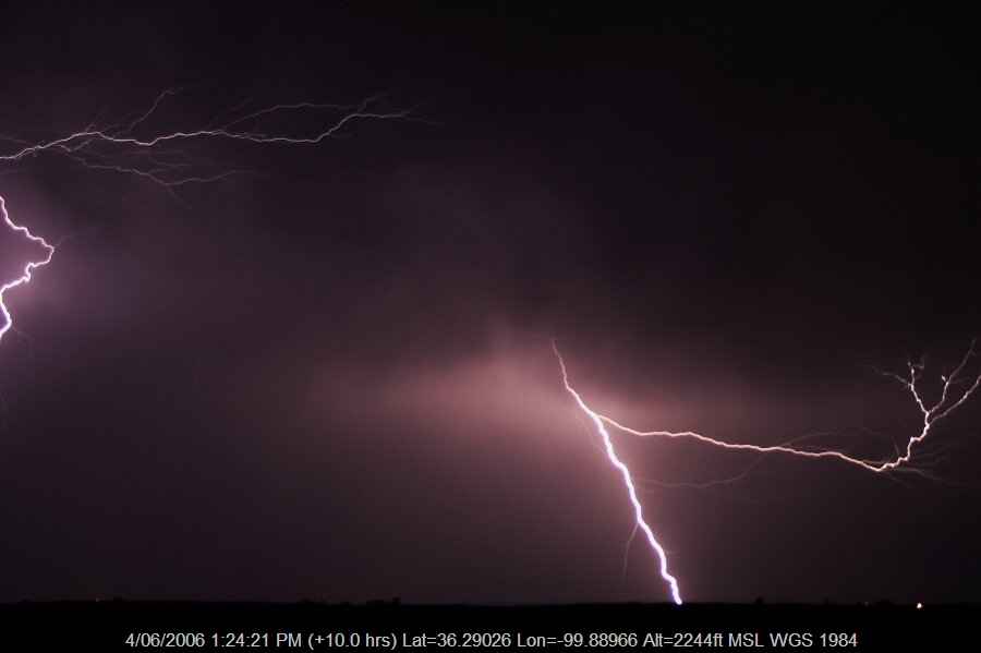 20060603jd10_lightning_bolts_shattuck_oklahoma_usa