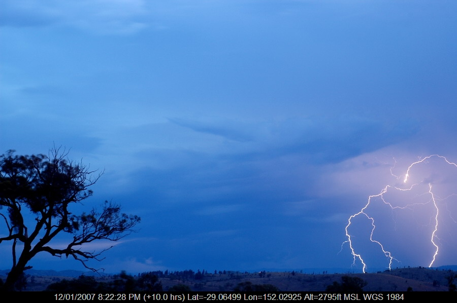 20070112mb55_lightning_bolts_w_of_tenterfield_nsw