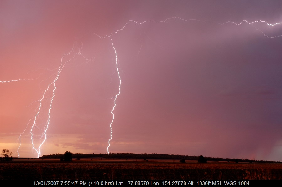 20070113mb086_lightning_bolts_near_milmerran_qld