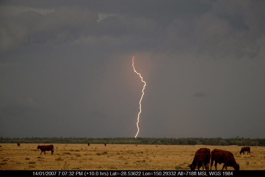 20070114mb17_lightning_bolts_n_of_goodiwindi_qld