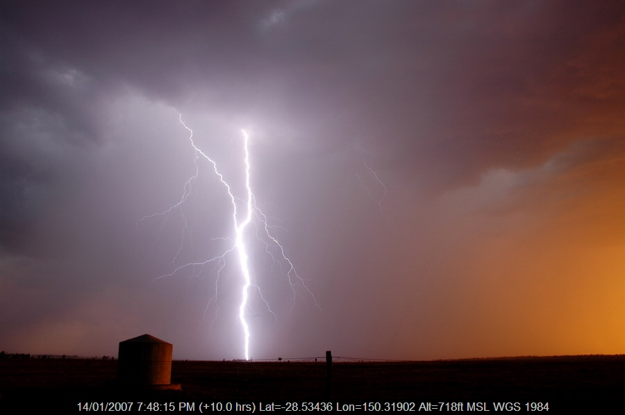 20070114mb32_lightning_bolts_n_of_goodiwindi_qld