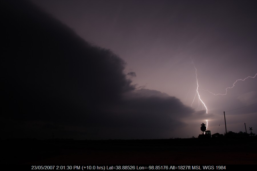 20070522jd153_lightning_bolts_w_of_russell_kansas_usa