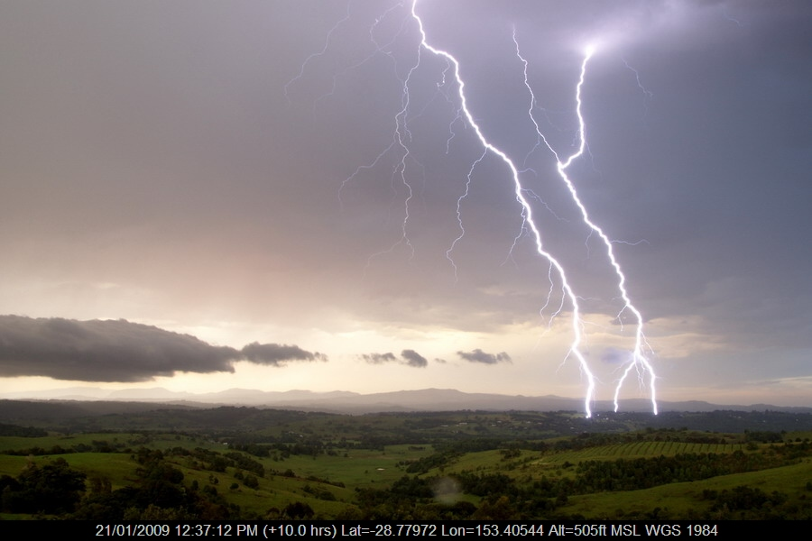 20081203mb45_lightning_bolts_mcleans_ridges_nsw